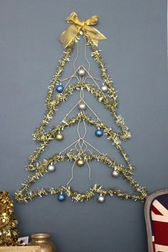 christmas tree card This space-saving tree is made of wire hangers, and it hangs flat on the wall. You can decorate it with ornaments, and even use it as a holiday card display. Hanger Christmas Tree, Tinsel Christmas Tree, Xmas Tree, Christmas Crafts, Christmas Hacks, Christmas Decorations, Wire Hanger Crafts, Wire Hangers, Tree Crafts