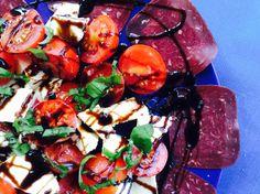 Tomaten-Mozzarella-Salat mit Trockenfleisch