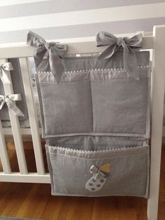 Description on how to make your own babynest. Great for a very young baby, those first months when even a crib is too big. Baby Sewing Projects, Sewing For Kids, Sewing Crafts, Quilt Baby, Baby Shawer, Baby Love, Baby Staff, Kit Bebe, Baby Room Decor