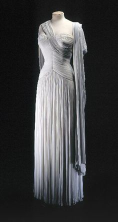 Dress Madame Grès, 1952 Musée Galliera de la Mode de la Ville de...