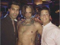 """""""Pues qué les digo...¡La fiesta se puso buena!"""", dice Alejandro Fernández sobre foto abrazado a dos hombres"""