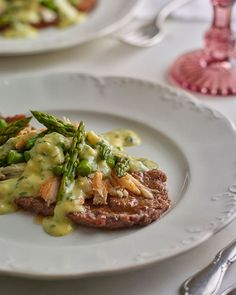 This restaurant classic isn't as hard as it may seem. Simple veal scaloppine are dressed up with crab and asparagus for colour and flavour. Finishing the dish with a creamy herb sauce makes this a … Veal Scallopini, Veal Cutlet, Veal Recipes, Cooking Recipes, Chicken Recipes, Oscar Food, Pork Schnitzel, Carnivore, Gourmet