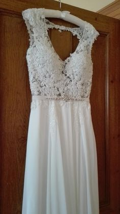 Such a simple beautiful wedding dress Weddings, Wedding Dresses, Simple, Beautiful, Fashion, Bride Dresses, Moda, Bridal Gowns, Fashion Styles