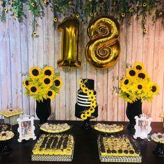 Festa De Aniversario Decoracao Festa de aniversario decoracao beautiful houses in california - House Beautiful Sunflower Party Themes, Sunflower Birthday Parties, 18th Birthday Party Themes, Birthday Goals, Diy Birthday Decorations, 16th Birthday, First Birthdays, House Beautiful, Beautiful Beautiful
