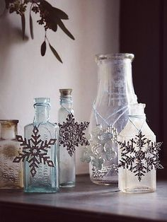 Etched metal snowflake ornaments http://rstyle.me/n/uatwvnyg6