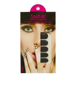 Des stickers d'ongles Smink, pour se faire la manucure tendance du moment : la velvet manucure. En rouge flamboyant, orange et rose néon, ou tout simplement noir, vos griffes seront habillées avec style.