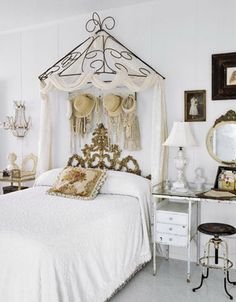 Beautiful bed canopy.  Wonder if A could make something like this for the girls.