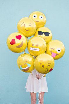 Cute idea --> DIY Emoji Balloons #party #crafty