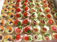 slané chuťovky - kolekce-je tam i sladké salty appetizers for wine Holiday Party Appetizers, Snacks Für Party, Tapas, Healthy Dessert Recipes, Appetizer Recipes, Food Carving, Czech Recipes, Food Garnishes, Catering Food
