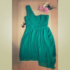 H&M One Shoulder Dress Very elegant dress a very good choice for evening occasions!Size 8 but runs a little small I'll say fits 6 better H&M Dresses One Shoulder