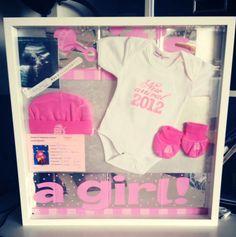 Geboortebord met eerste kleertjes. Herinneringen 2012 #prenatal #ikea