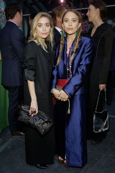 Mary-Kate & Ashley Olsen Step Out In Style For Studio In A School Anniversary Gala!: Photo Mary-Kate and Ashley Olsen are keeping up with appearances post the 2017 Met Gala! The actresses-turned-fashion designers kept it chic and sophisticated while… Fashion Line, Daily Fashion, Girl Fashion, Mary Kate Ashley, Ashley Olsen, Olsen Twins Style, Olsen Twins 2017, Olsen Fashion, Olsen Sister