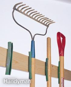 Suporte para ferramentas feito de mangueira                              …