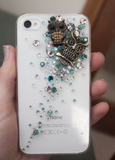 I'm not crazy about blingy phone cases but this one is adorbs!