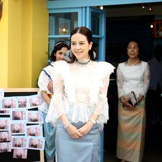 Gala Dresses, Dresses For Teens, Trendy Dresses, Royal Dresses, Nice Dresses, Fashion Dresses, Traditional Thai Clothing, Traditional Dresses, Thai Wedding Dress