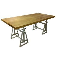 Mooie metalen schragen voor een industriële tafel