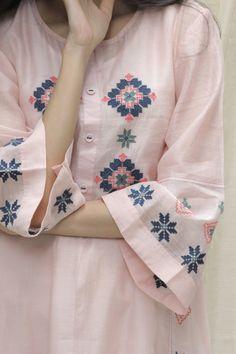 Stylish Dress Book, Stylish Dress Designs, Stylish Dresses, Fashion Dresses, Kurti Neck Designs, Kurta Designs Women, Pink Suits Women, Pakistani Kids Dresses, Easy Clothing