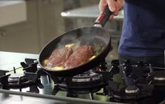 Famed chef Gordon Ramsay shows you how to make the perfect steak in your kitchen. So enjoy a great steak meal next time you cook.