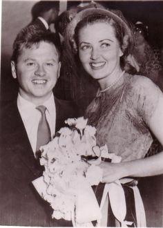 Mickey Rooney wedding photo 1949 with 3rd wife Martha Vickers original photo