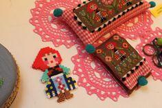 Waw-super gaaf folklore-popje van strijkkralen