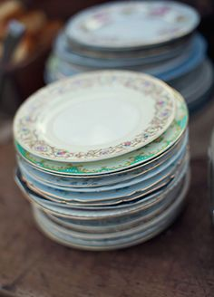 mismatched plates! This Backyard Wedding Had Some Of The Coolest Flowers We've Ever Seen