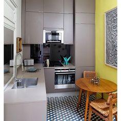 Cozinha com uma micro mesa , perfeito nas cores e nos acabamentos !#arquitetura #kitchen #arrumação #cool #cores#