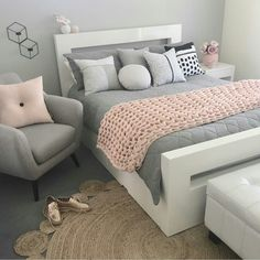 Very chic teen room. Cute Bedroom Ideas, Cute Room Decor, Girl Bedroom Designs, Bedroom Inspiration, Bedroom Inspo, Dream Rooms, Dream Bedroom, Master Bedroom, Pink Bedrooms