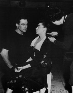 """Gene Kelly and Judy Garland on the set of """"Summer Stock"""" in Golden Age Of Hollywood, Hollywood Glamour, Classic Hollywood, Old Hollywood, Classic Movie Stars, Classic Movies, Judy Garland Liza Minnelli, William Powell, Esther Williams"""