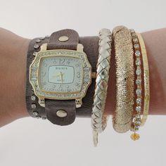 Relógio com pulseira de Couro.    www.relogiosdadora.com.br
