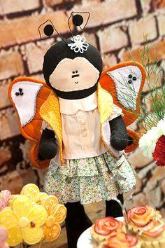 Borboleta Bela  Boneca em feltro com roupinha em tecido. Curso on line de artesanato acesse http://www.artye.com.br/index.php?route=product/product&path=73&product_id=273