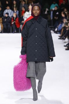 Balenciaga Fall 2018 Ready-to-Wear Collection - Vogue  COLORED FUR - MENSWEAR - OVERSIZED BAGS - QUILTING