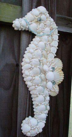 caballito de mar hecho con conchas, fascinante