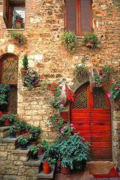 'Assisi Doorway' Perugia, Umbria, Italy (photo by Bart Edson) Cool Doors, Unique Doors, The Doors, Windows And Doors, Arched Doors, Door Knockers, Doorway, Belle Photo, Stairways