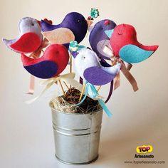Como fazer passarinho de feltro (2 modelos com molde) :http://topartesanato.com/passarinho-de-feltro/