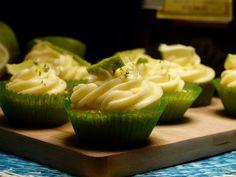 Cinco-de-Mayo Margarita Cupcakes auf www.gemischtetueteglueck.de. Idealer süßer Leckerbissen für die nächste Mexiko-Party, Taco Tuesday oder einfach nur mal so