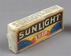 Sunlight zeep. Gevonden tussen de houten vloerdelen van ons jaren 30 huis. Waarschijnlijk verstopt tijdens de oorlog?