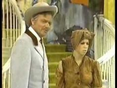 Excellent 1975 parody on the Carol Burnett program with Carol, Tim Conway at his funniest, Harvey Korman, Vicki Lawrence and Dinah Shore as Melanie. Harvey Korman, Funny Sketches, Comedy Skits, Carol Burnett, Belly Laughs, Old Tv Shows, Gone With The Wind, I Love To Laugh, Classic Tv