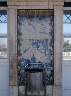 Painel de Azulejos: Castelo e Vila de Porto de Moz - Leiria | Flickr