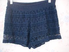 Short color azul de encaje