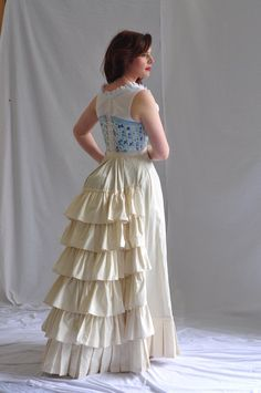 Cause underwear used to be as pretty as the outerwear! Vintage Dresses, Vintage Outfits, Vintage Fashion, Amphi Festival, Costume Steampunk, Everyday Steampunk, Plus Size Corset, Historical Clothing, Denim Fashion