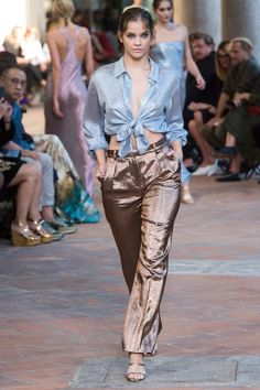 See the complete Alberta Ferretti Spring 2018 Ready-to-Wear  collection.