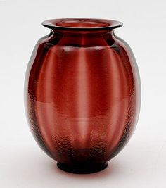 Purple glass Serica vase no.14 with crackle design A.D.Copier 1928 executed Glasfabriek Leerdam / the Netherlands