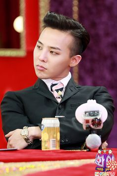 GD Jiyong G-DRAGON    He doesn't have his hair this colour much anymore.....shame, I quite like it on him.