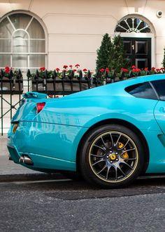 un'insolita #Ferrari #celeste 599 GTB #verniciatura