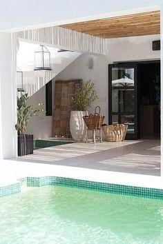 Spanish Style Backyards | Spanish Villa Architecture: Indoor Vs ... Inspirierende Swimming Pools Mediterranem Stil