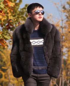 Men's Fox fur jacket, crafted of Premium Fox fur. Bomber jacket design in cropped length. Fur Bomber, Bomber Jacket, B Fashion, Winter Fashion, Men's Coats And Jackets, Fur Jackets, Fur Coats, Fox Fur Jacket, Mens Fur