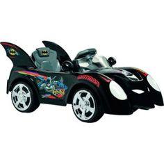"""Mini Carro Elétrico Bandeirante Carro Batman - Controle Remoto - EL 6V, a réplica do sucesso dos quadrinhos, o super Carro do Batman """"Batmóvel"""" na versão elétrica, para crianças e adultos brincarem juntos!    Multifunção, com duas formas de uso:    Com controle remoto: o adulto controla os movimentos do brinquedo e participa da brincadeira."""