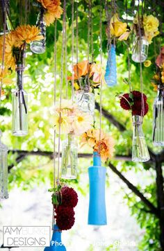 Blue glass bottles filled with dahlias and roses are so beautiful! I love this color pallet! Location Nestledown @janaeshields @everyelegantdet #gardeninspired