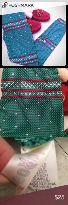 Lularoe Christmas leggings! Red and green leggings that are perfect for the holidays. Super soft and stretchy material. This is a size tween and would best fit a size 0 or little girls sizes. Google lularoe sizing for more info. Ordered and they don't fit me. Too small. Tried on but never worn! #lularoe #christmasleggings LuLaRoe Pants Leggings