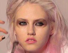 Topshops take on grunge make-up